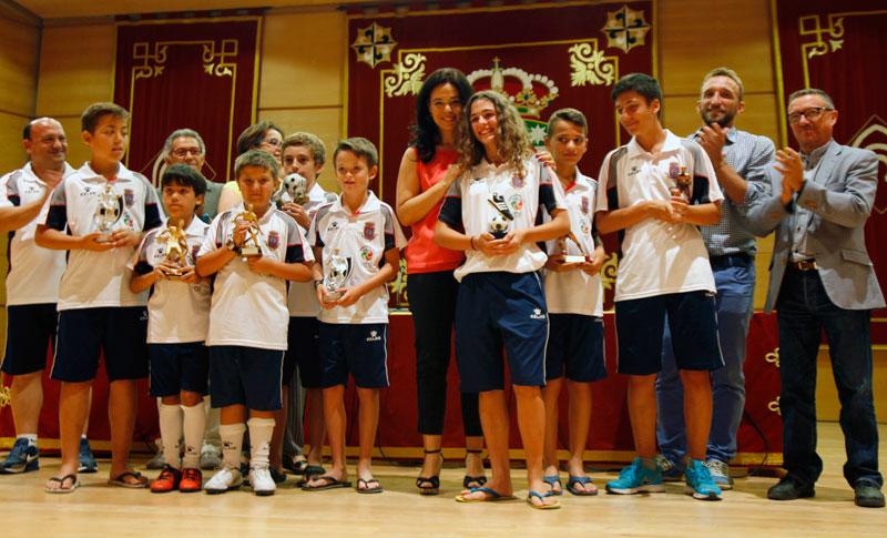 La alcaldesa de Ciudad Real asiste a la clausura de los campus de fútbol y de raqueta