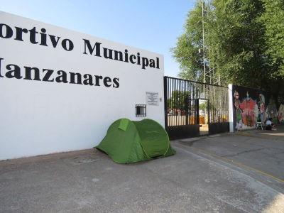 Las fans ya esperan para ver a Pablo Alborán en Manzanares