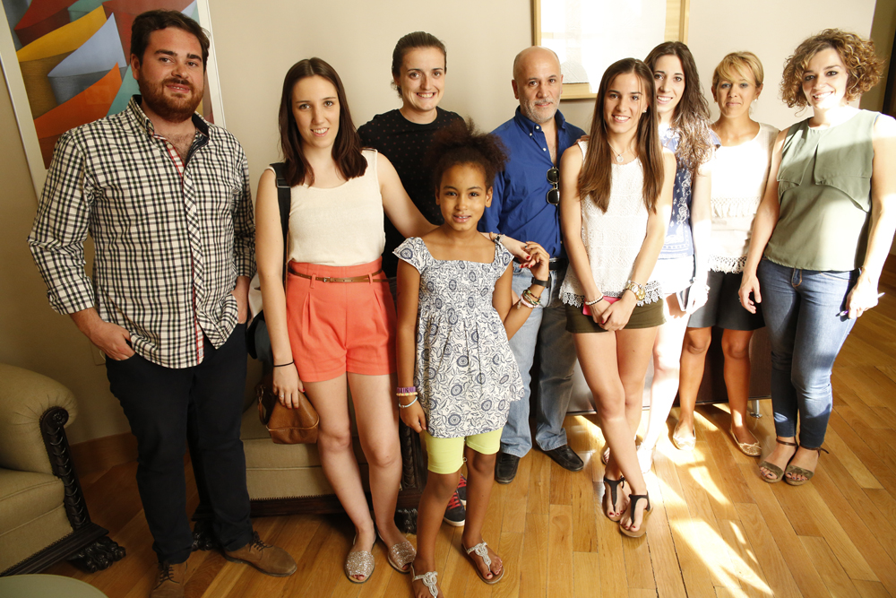 El Equipo de Gobierno recibe a Aichatu y su familia de acogida