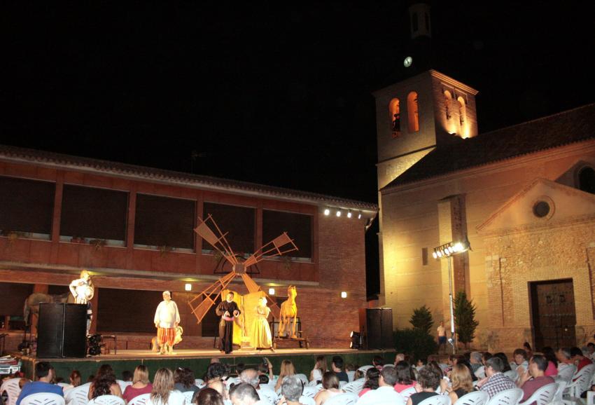 Este martes 28 y miércoles 29, la Asociación 'La Teatrería' estrena en el Patio de Torralba un interesante proyecto intergeneracional sobre Bertol Brecht