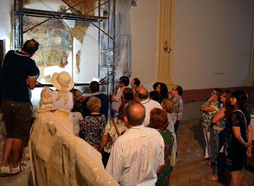 """Decenas de visitantes se interesaron por la virgen """"de rostro dulce"""" de las pinturas del siglo XVI descubiertas en la Ermita de la Purísima de Torralba"""