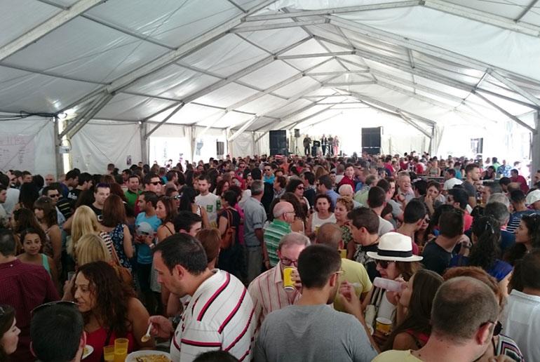 Pilar Zamora inaugura el Baile del Vermú invitando a la participación de todos en la Feria y Fiestas