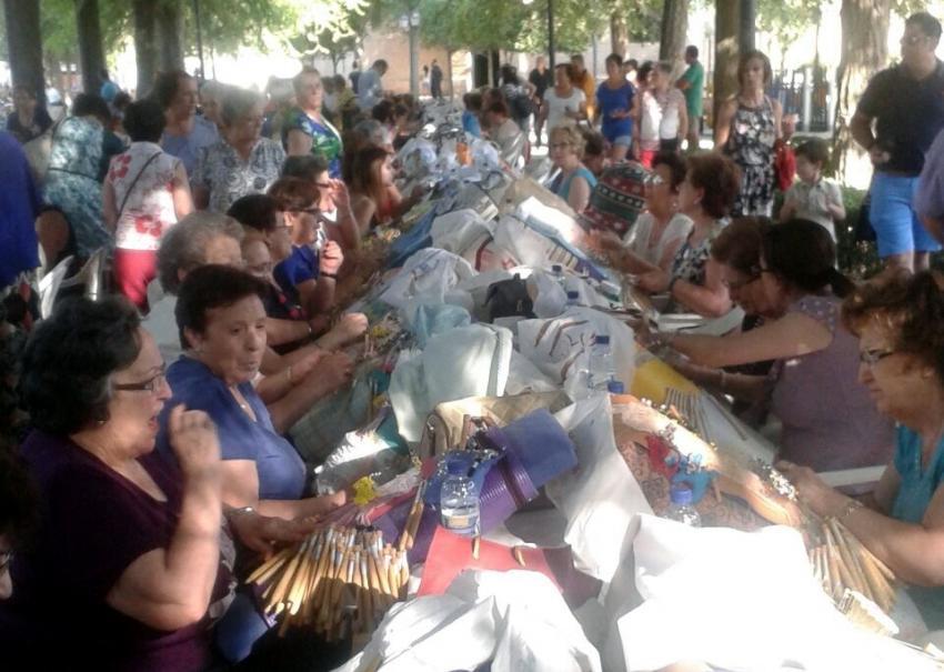 El 19º Encuentro Regional de Encajeras de Torralba acogió a casi 250 artesanas del bolillo