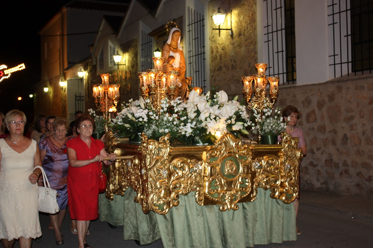 Las fiestas del barrio de Santa María, de La Solana, finalizaron el sábado con la procesión