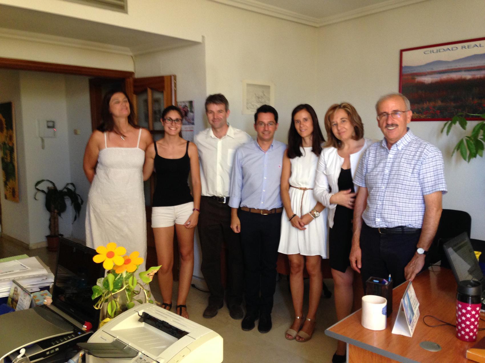 Jacinta Monroy se interesa por las actividades programadas por la asesoría jurídica de Laborvalía