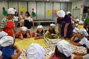 """Los pequeños aprenden a cocinar productos manchegos en la II edición del """" Minichef """""""