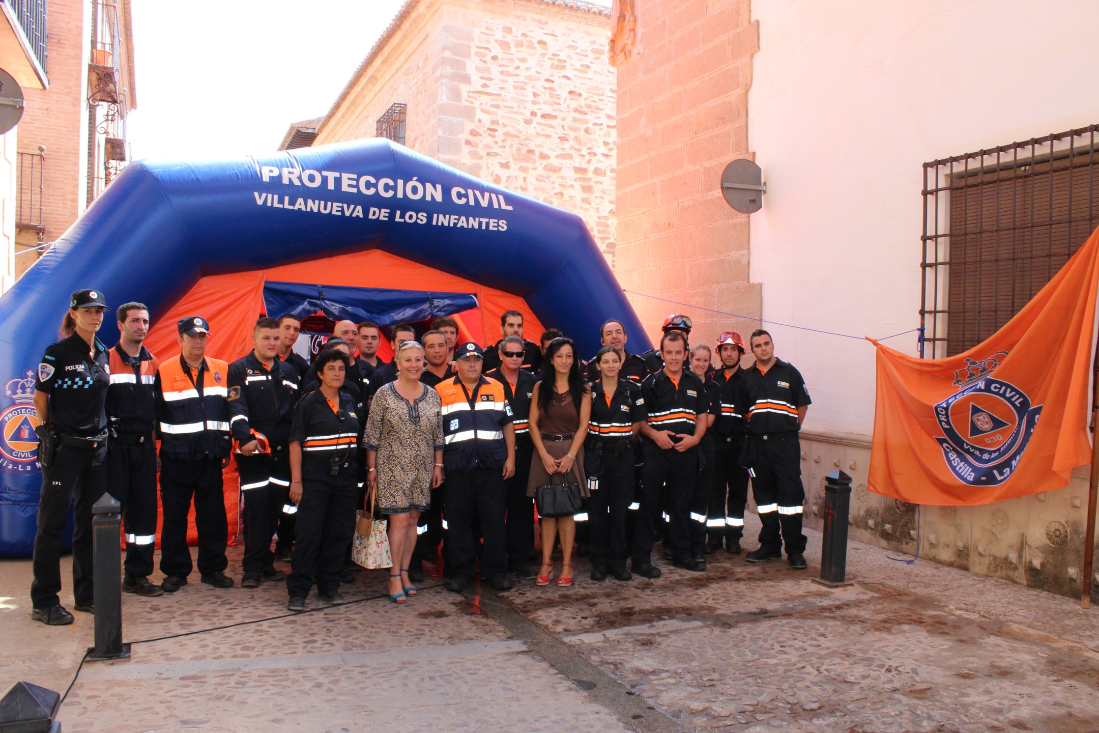 Una veintena de voluntarios de Protección Civil intervienen con éxito en un simulacro de incendio en el Centro de Día