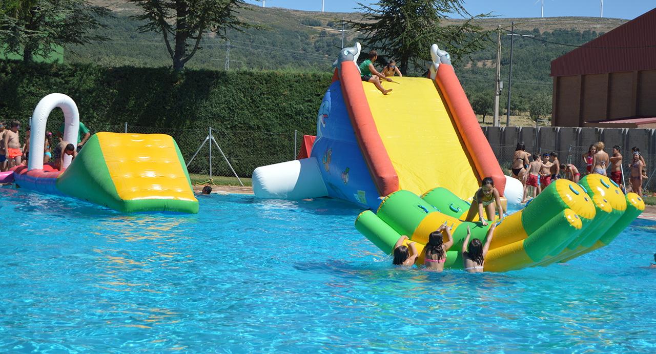 La piscina de verano de Los Llanos celebra este jueves una fiesta con atracciones acuáticas