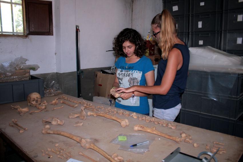 estudiantes en el yacimiento de Calatrava La Vieja