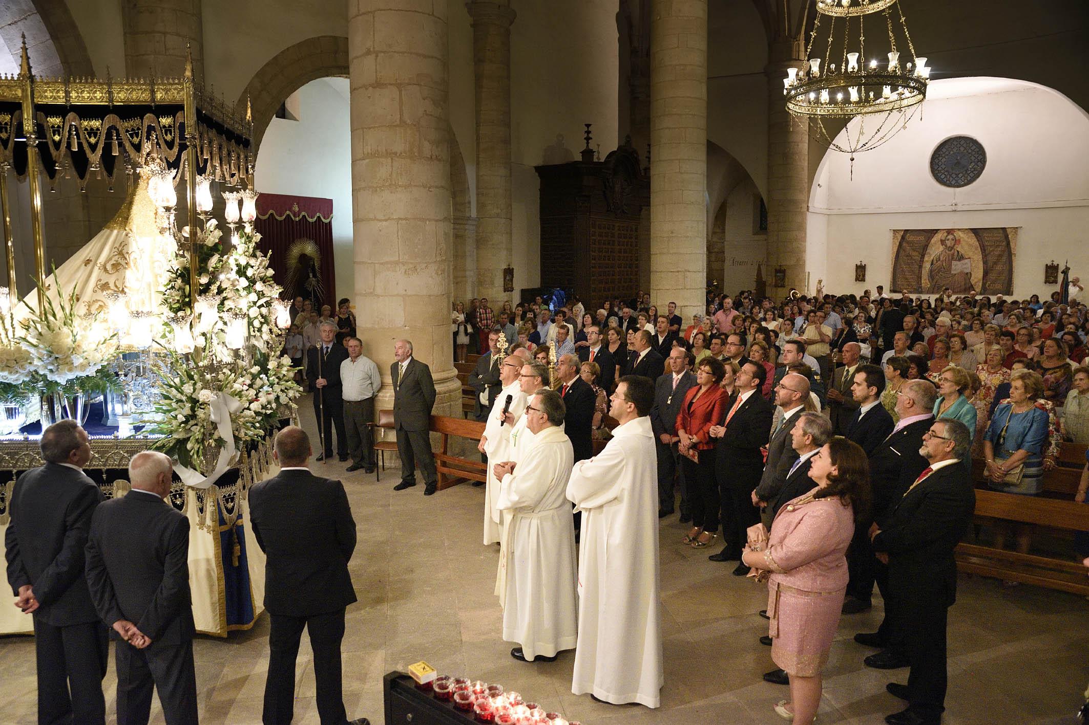 La Virgen de Peñarroya atrae a numerosos devotos en su desfile procesional
