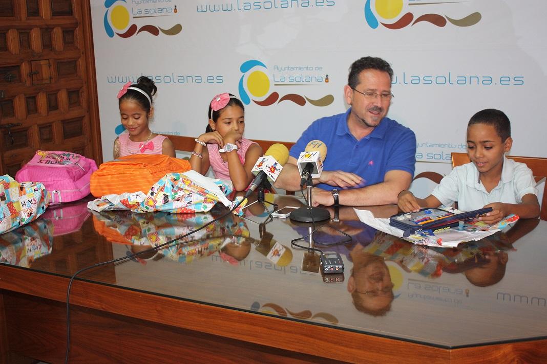 El alcalde de La Solana despidió a los niños saharauis del proyecto «Vacaciones en Paz»
