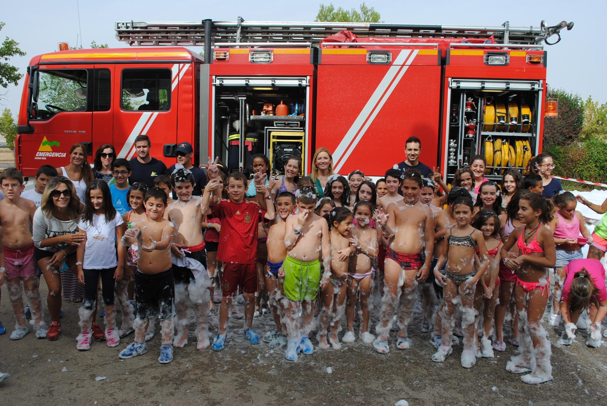 La Escuela de Verano Municipal concluyó con una divertida visita al parque de bomberos