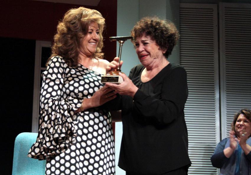 Mª Fernanda D'Ocón recibió entre lágrimas de emoción el tercer Premio Patio de Comedias de Torralba de Calatrava