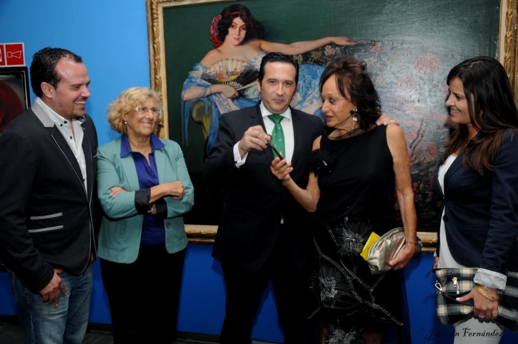 Antonio Lucas-Torres entrega la llave del Molino Burleta a la familia Zuloaga