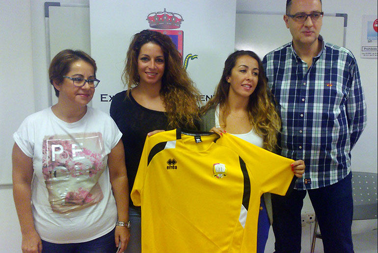 Presentación de dos nuevas jugadoras del BM Caserío en la Concejalía de Igualdad de Género