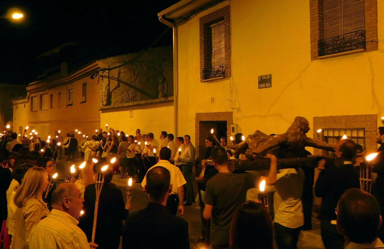 El Vía Crucis extraordinario del Cristo de la Luz congrega a cerca de 200 fieles en Daimiel