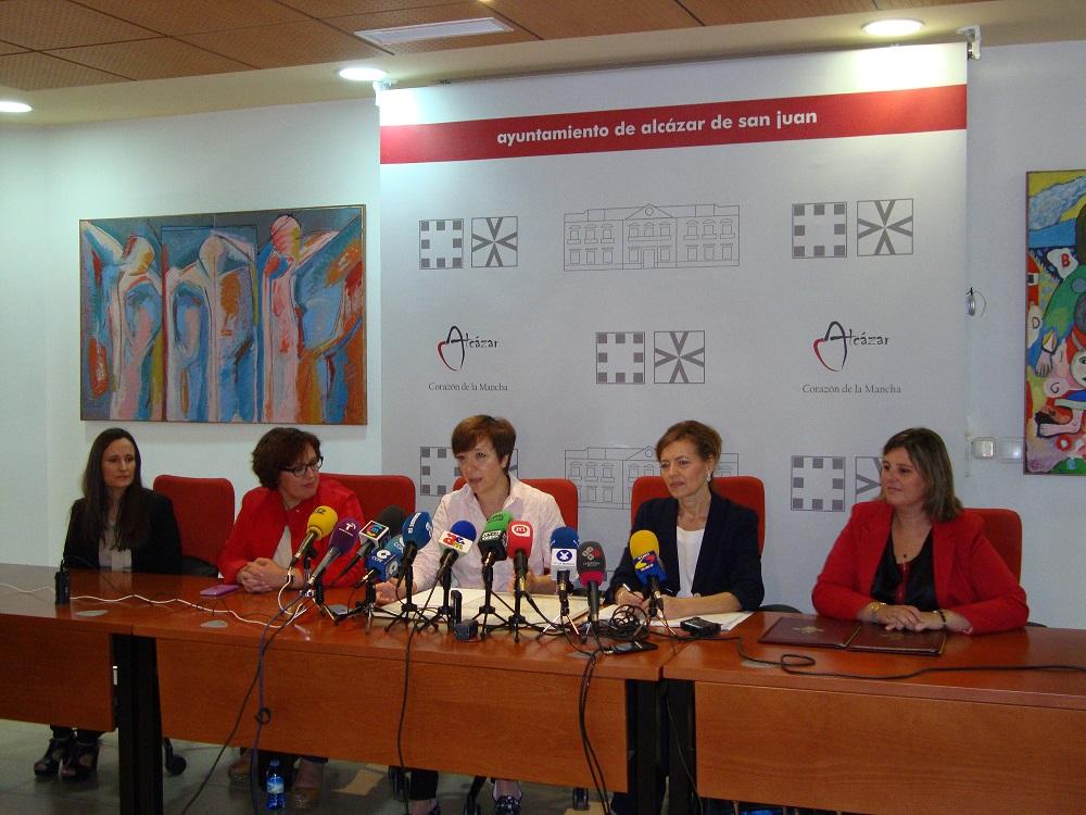 El Ayuntamiento firma con la Consejería de Bienestar Social el convenio de ayuda a domicilio