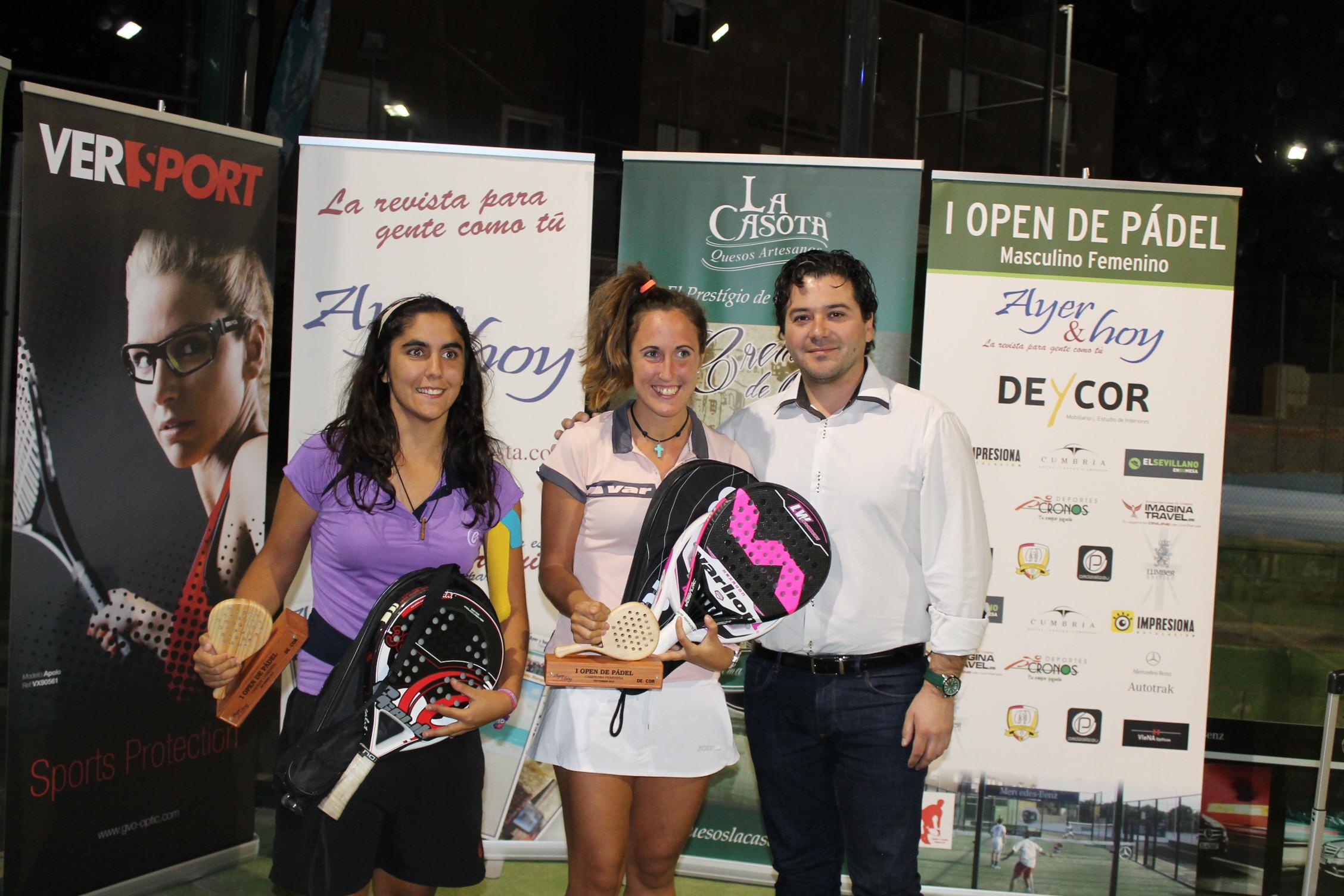 Open de pádel Ayer & hoy y Deycor Muebles -05 campeonas femenina entrega trofeos David Triguero