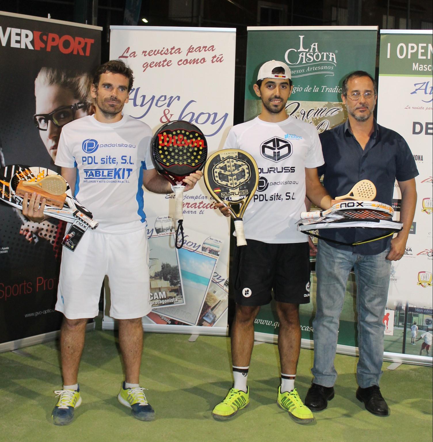 Open de pádel Ayer & hoy y Deycor Muebles -04 campeones masculinos entrega trofeos Lus Alberto Lara Alcalde de Poblete