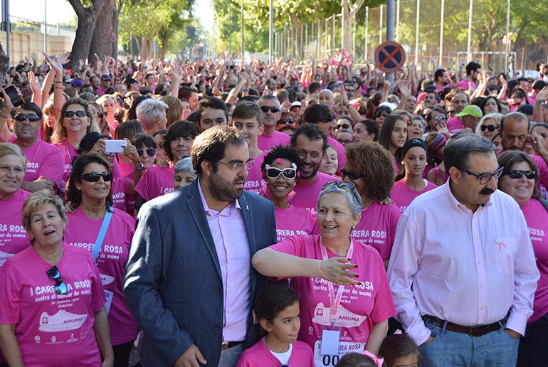 Más de 2.000 personas inundan de rosa Ciudad Real en la I Carrera Rosa a beneficio de AMUMA