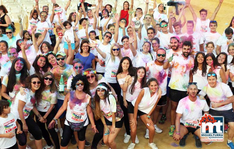 Alrededor de 150 personas tiñen de color las calles de Miguelturra