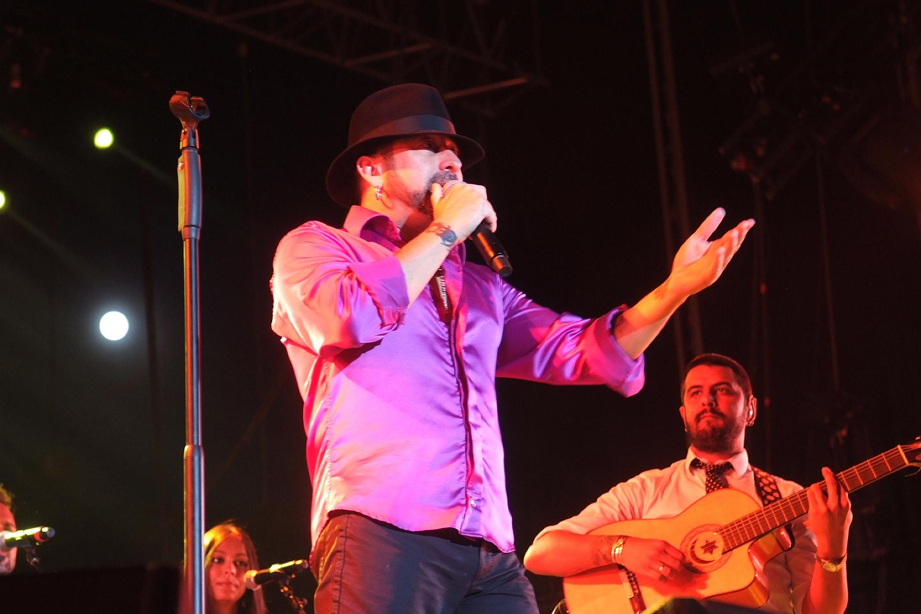 Casi 3.000 personas se dieron cita en la plaza de toros para vivir en directo el concierto de El Barrio