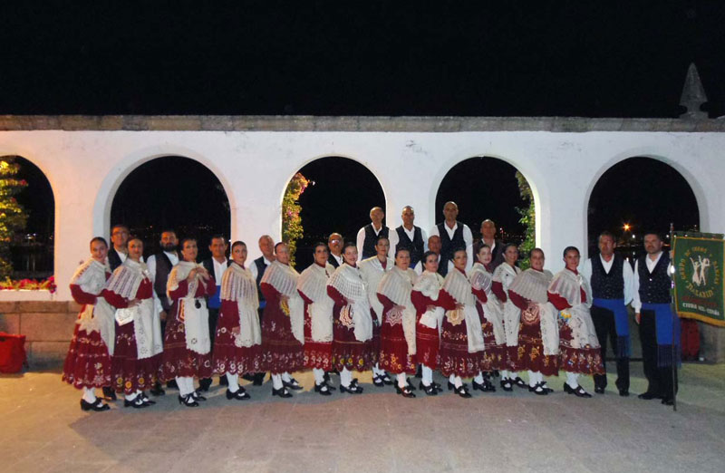Nazarín pone de pie al público del decimonoveno Festival Folclórico Baiña
