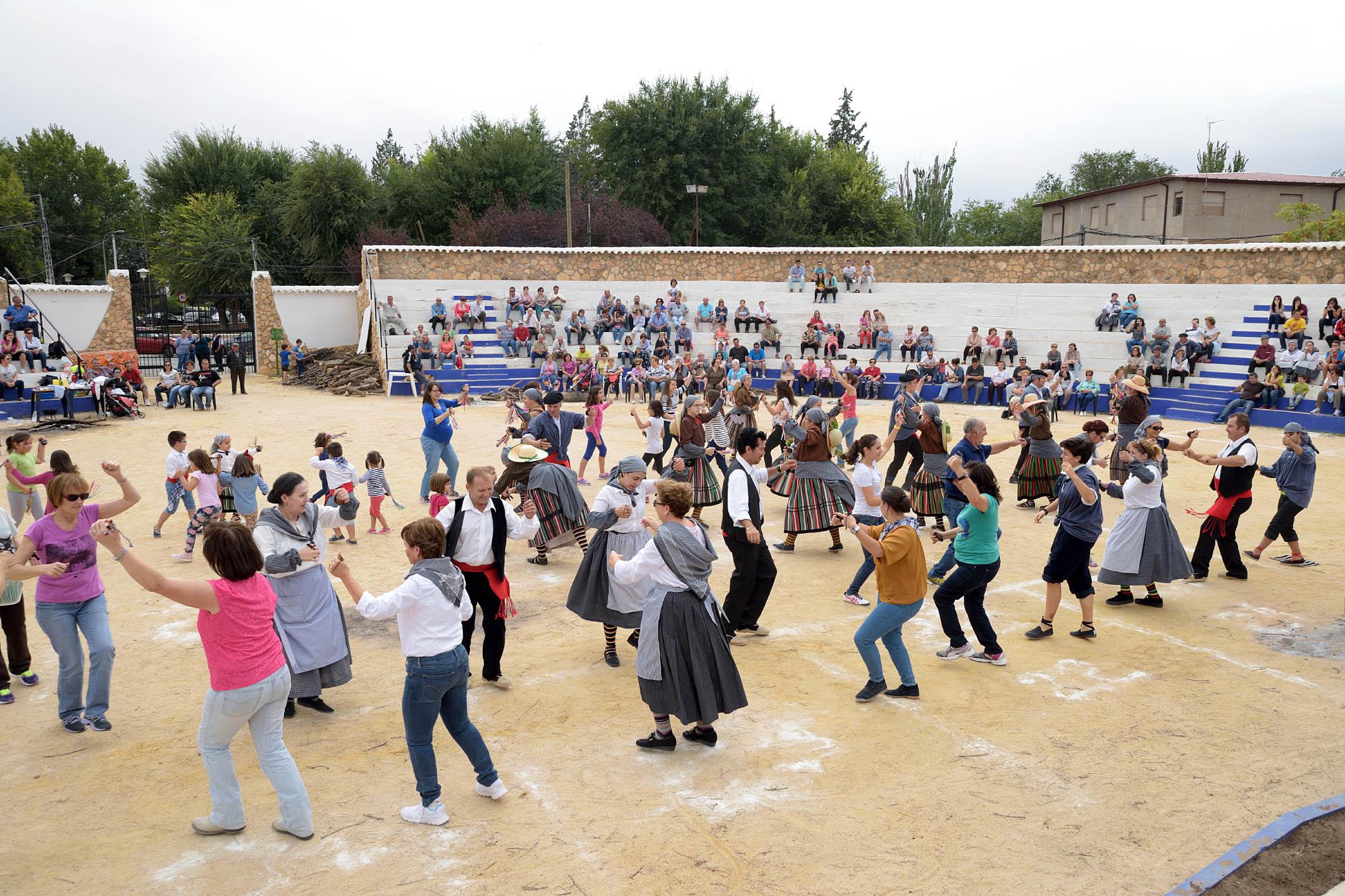 XVI Fiesta de la Vedimia_baile colectivo