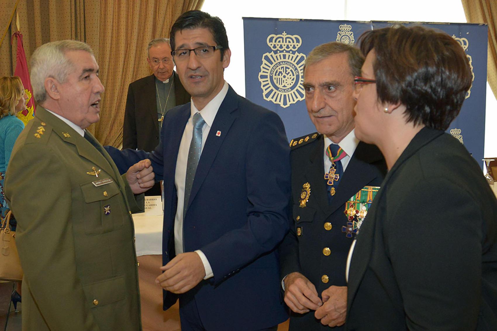El Presidente de la Diputación participa en los actos conmemorativos del Día de la Policía Nacional