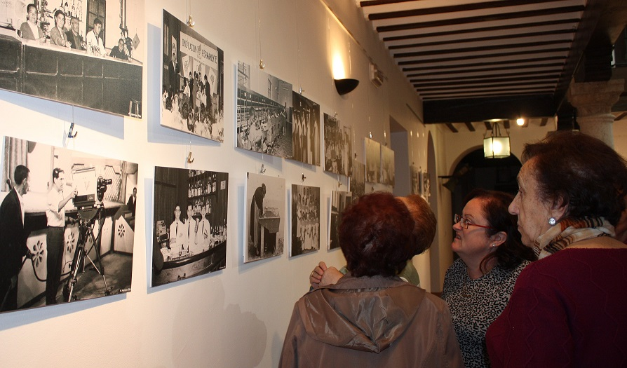 La exposición de fotos de Herrera Piña ofrece «imágenes de nuestro recuerdo»