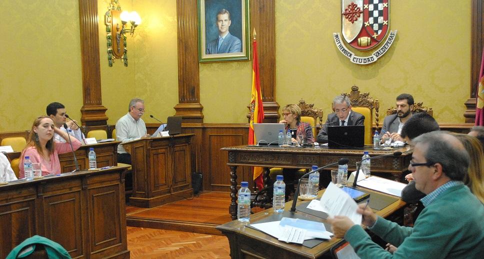 El pleno aprueba la bajada generalizada de tasas y una nueva convocatoria de becas universitarias