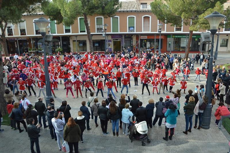 El colegio San Isidro saluda a la Navidad con un flashmob
