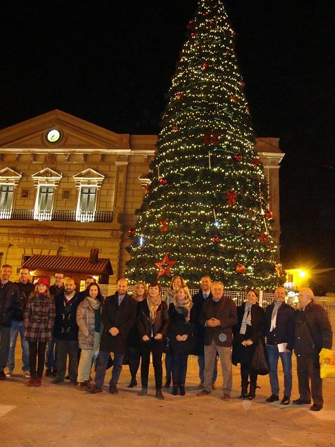 Foto familia árbol de navidad