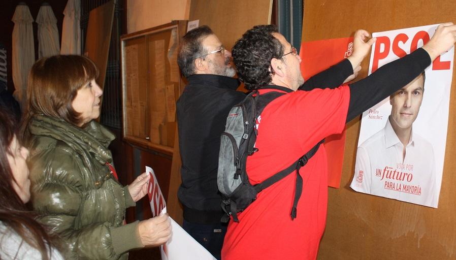 PSOE-pegada carteles