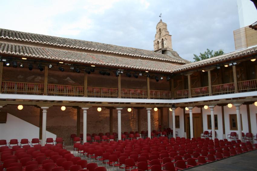 El fotógrafo Esteban Sánchez y la ciudad milenaria de Tebas protagonizan dos exposiciones que se abren este viernes 11 en el Patio de Comedias de Torralba