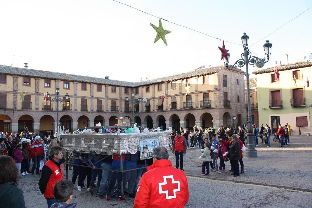 Los costaleros de la Virgen de las Angustias recogieron 450 kg en su segundo ensayo solidario