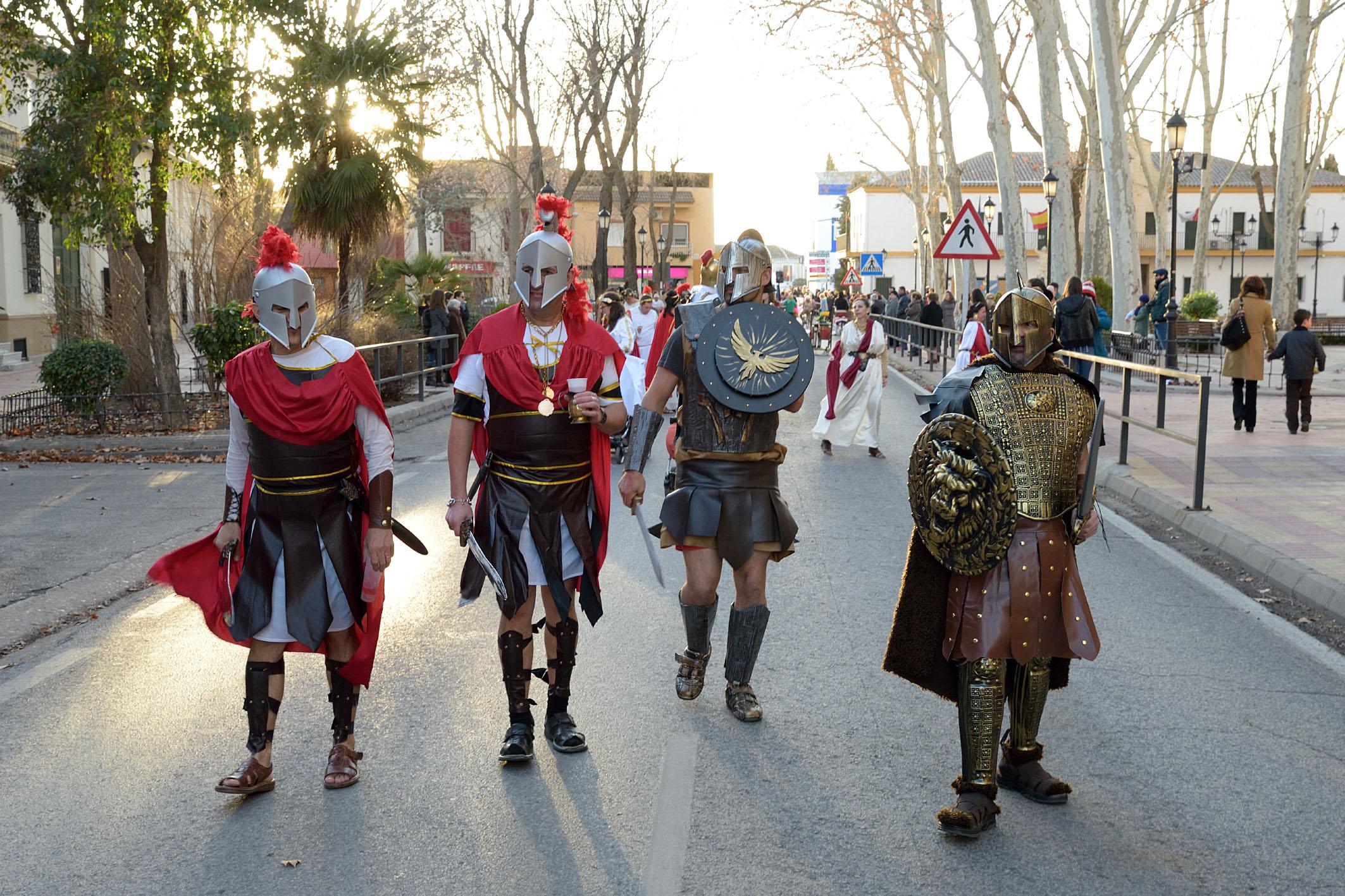 El ritmo y el calor de las comparsas compensan la fría tarde de Carnaval en Argamasilla de Alba