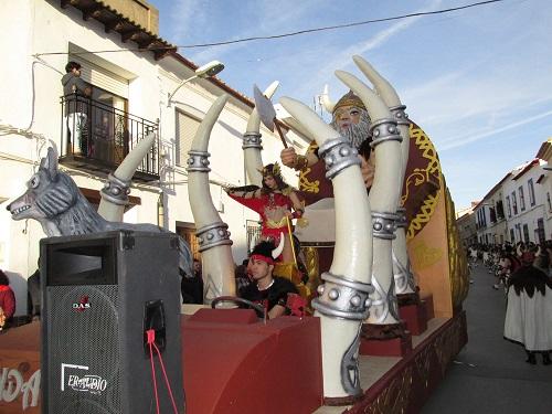 Peñas, grupos y máscaras callejeras inundan las calles de Campo de Criptana en el XXIX Desfile Local de Carnaval