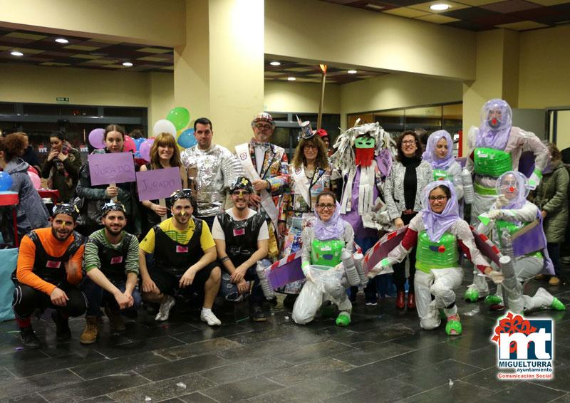 La tarde del martes acogía el séptimo Concurso de Trajes con Materiales Reciclados del Carnaval de Miguelturra
