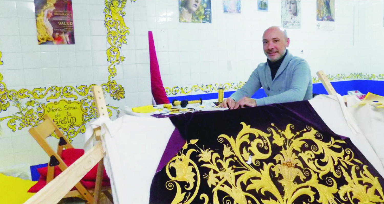 Jesús Díaz-Hellín. Diseñador de moda, bordador, y vestidor de imágenes