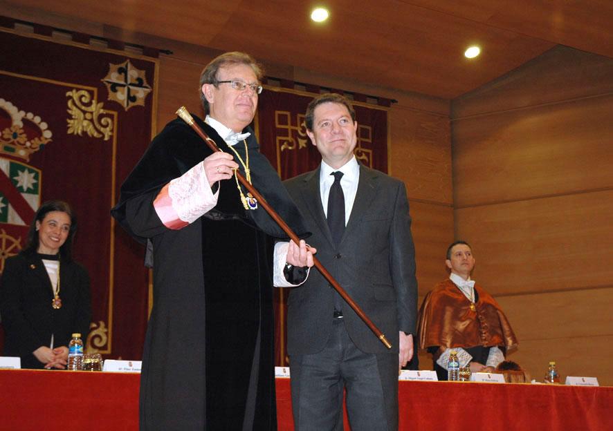 Miguel Ángel Collado toma posesión de su cargo en una ceremonia celebrada en el Campus de Ciudad Real