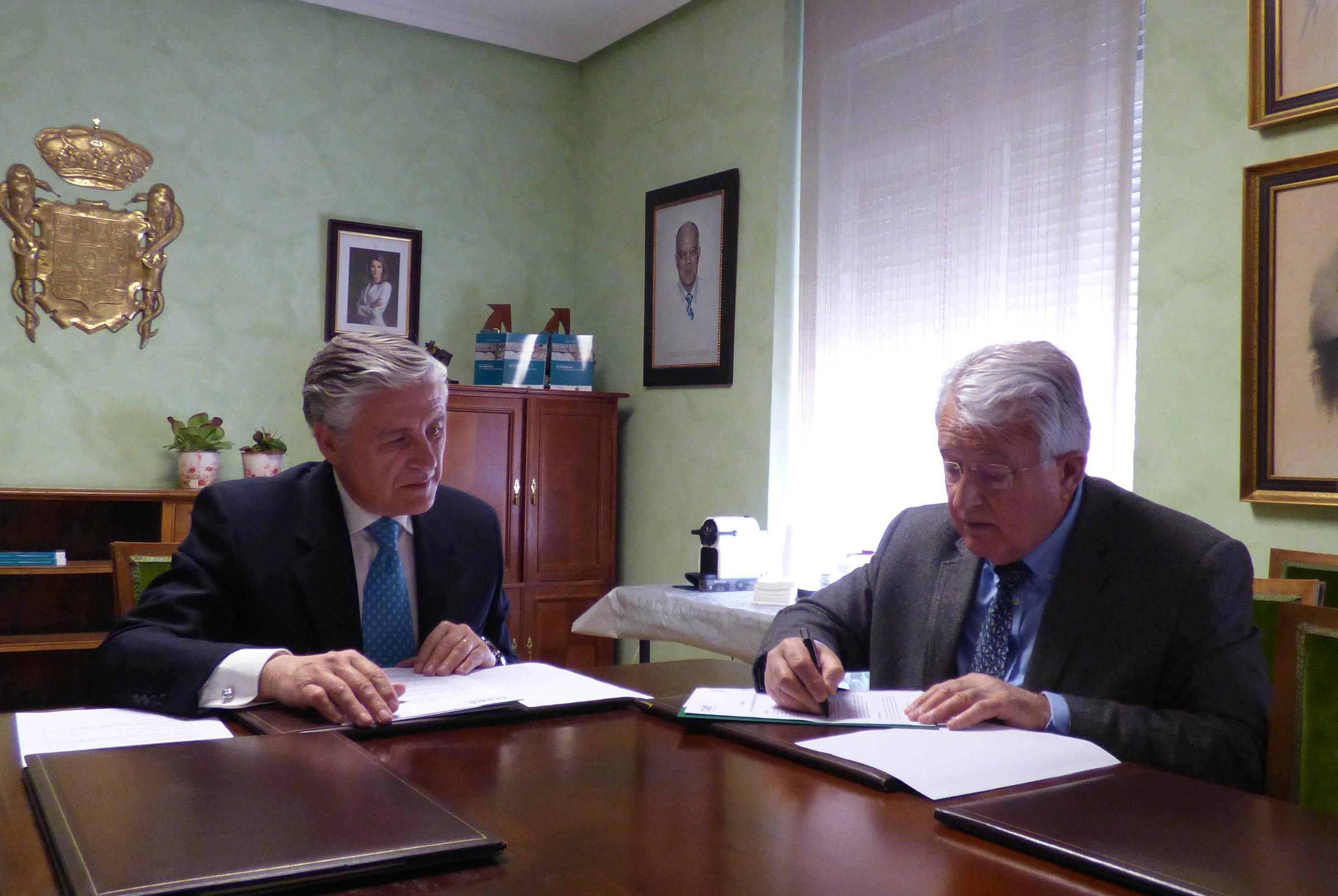 Colegio de Médicos y Facultad de Medicina firman un nuevo convenio para premiar el trabajo de los estudiantes