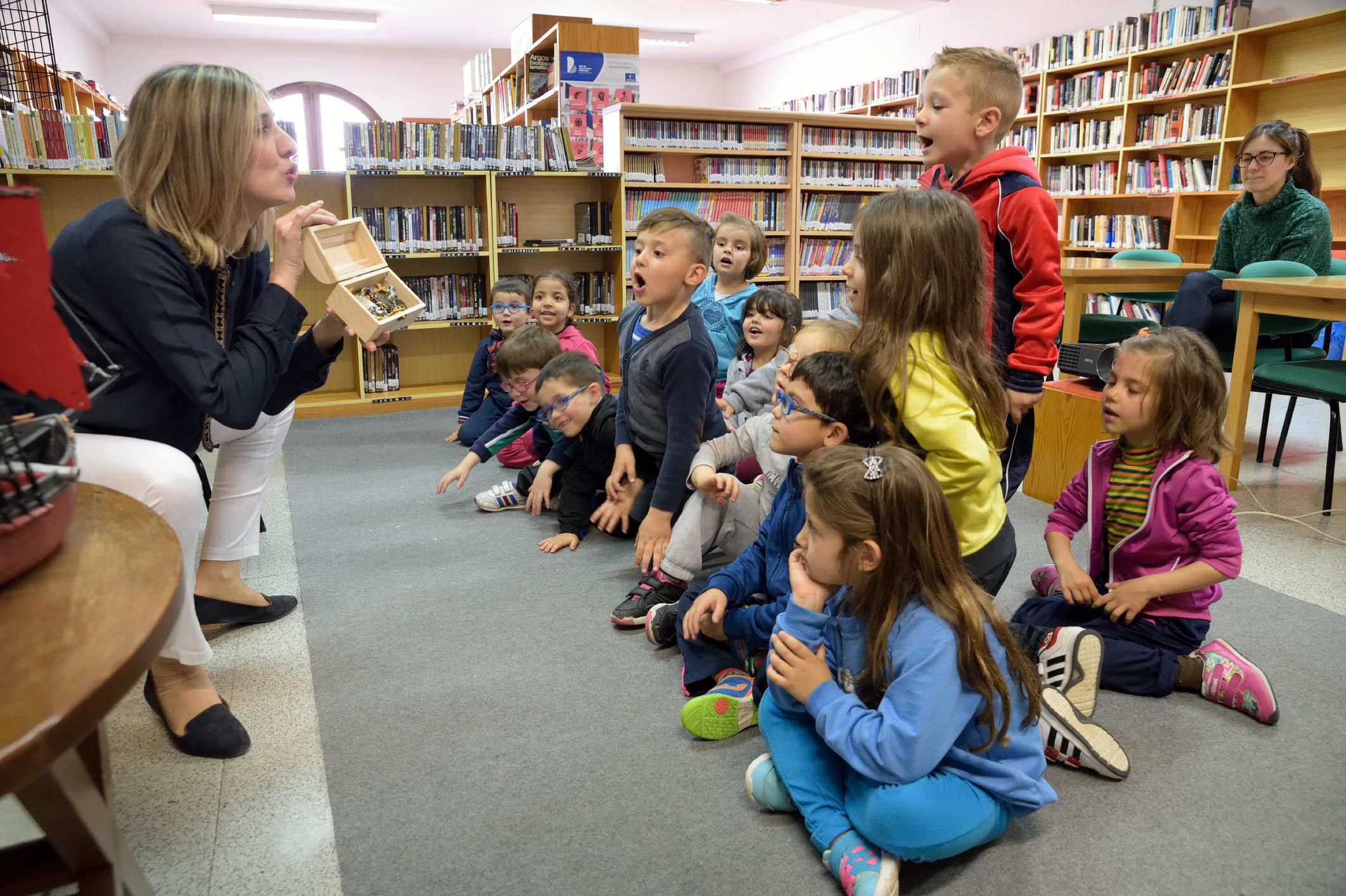 Las Jornadas Cervantinas fomentan el uso de la biblioteca entre los más pequeños