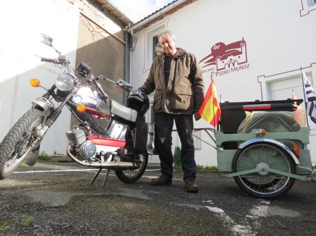 Recorrerá 1200 km. en mobylette para participar en la Fiesta del Mayo Manchego de Pedro Muñoz
