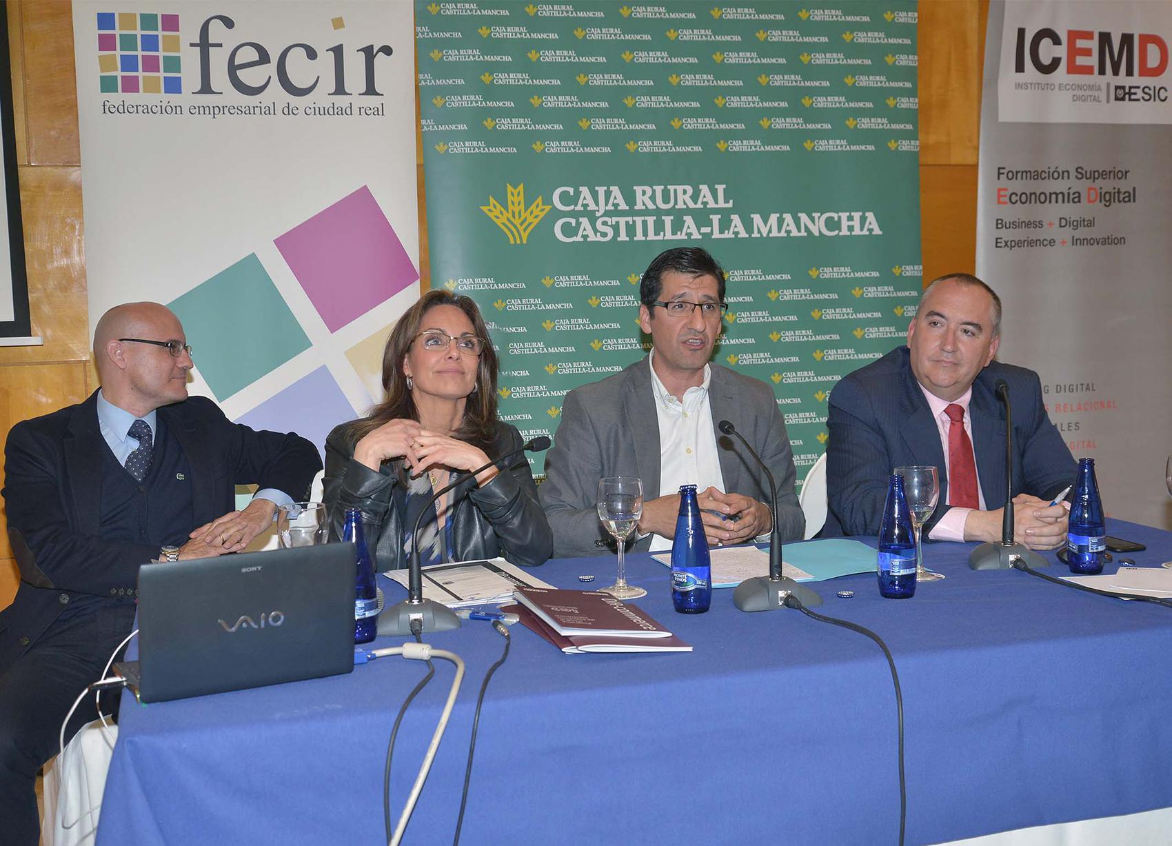 Caballero propone crear un premio en comercialización digital de productos agroalimentarios