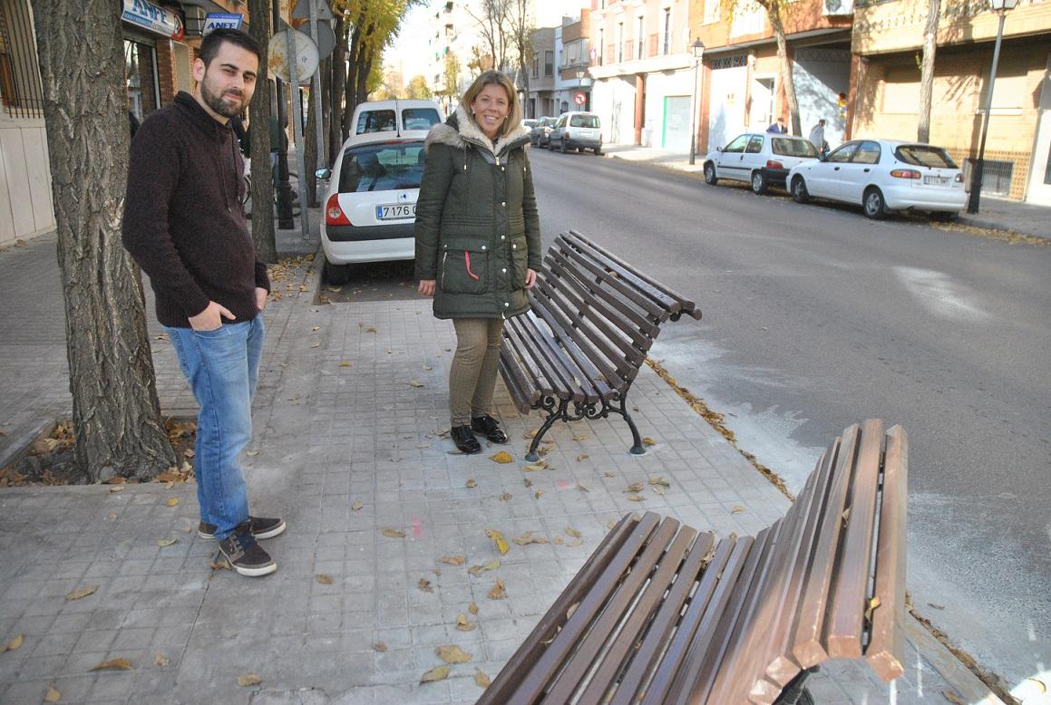 El Ayuntamiento aumenta la dotación de mobiliario urbano en distintos puntos de la ciudad