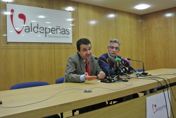 El Gobierno regional logra poner de acuerdo a productores y elaboradores de vino de la DO Valdepeñas