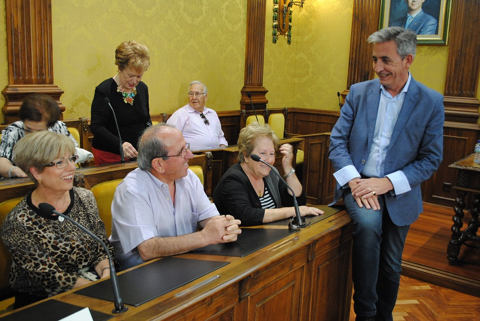 El Ayuntamiento tendrá en mes y medio el vehículo del nuevo servicio de transporte adaptado