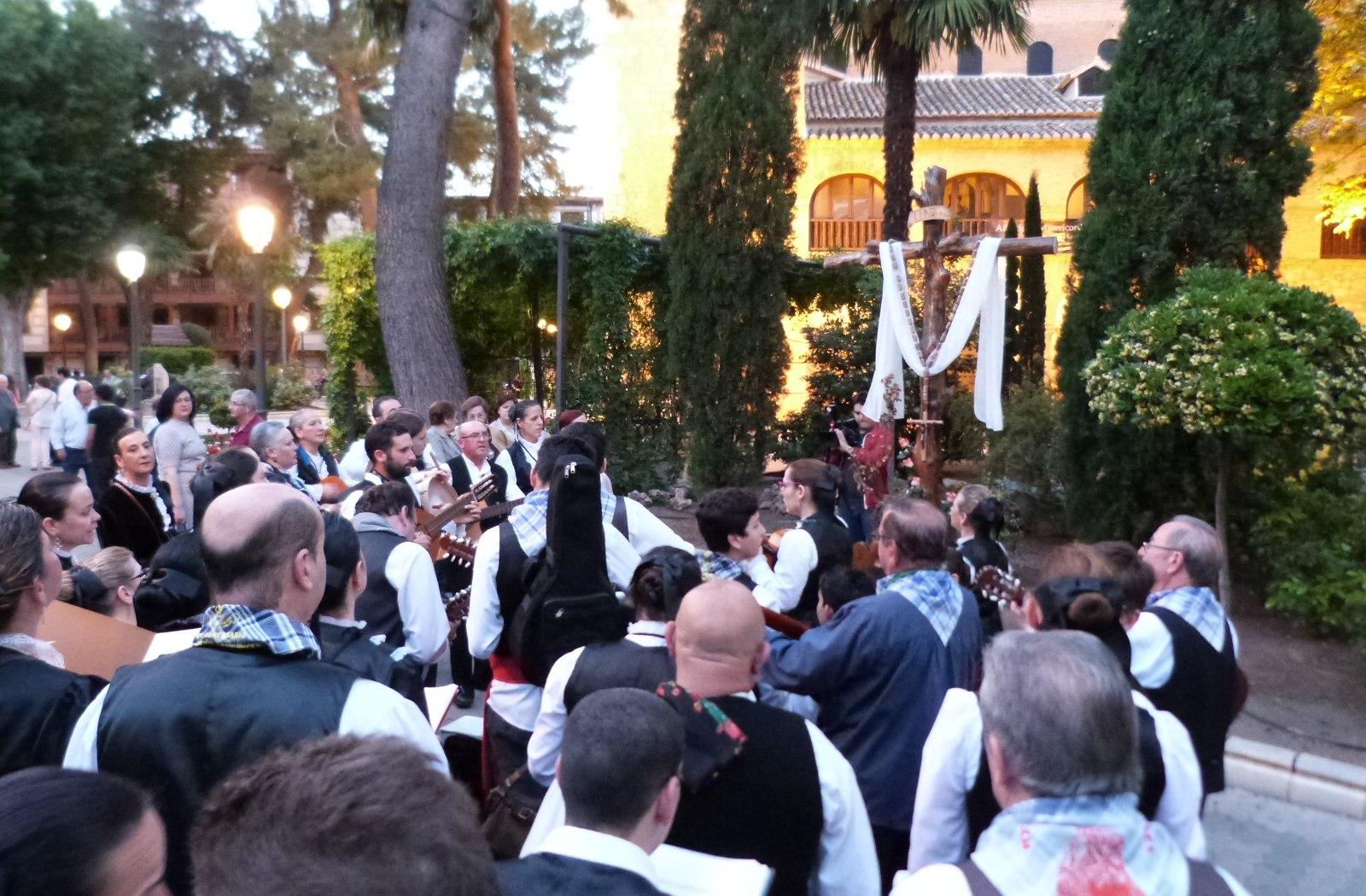 El acervo folclórico de La Mancha patente en el Festival de Mayos