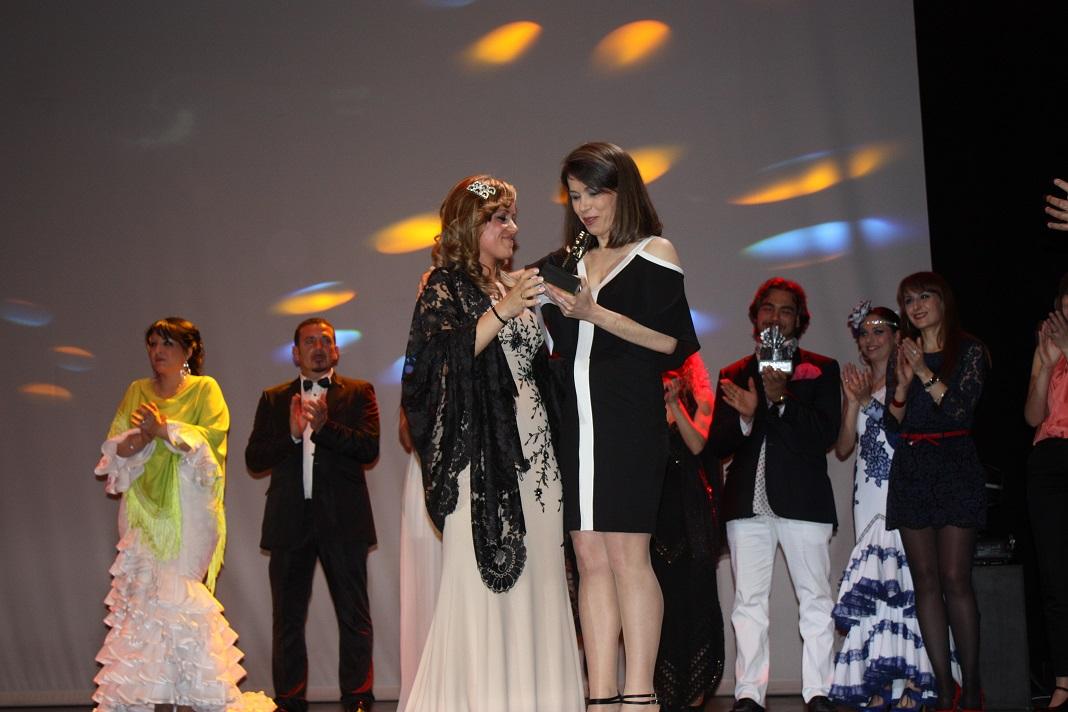 La Huella de tu voz-la ganadora recibe el premio